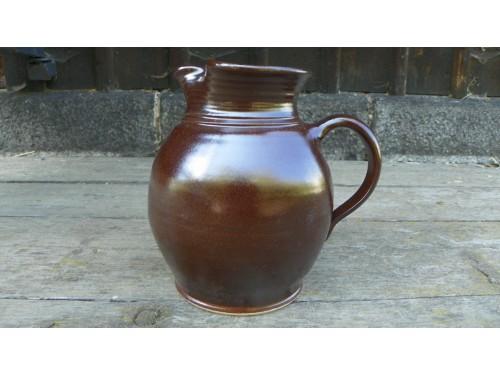 džbánek keramický 2 litry.