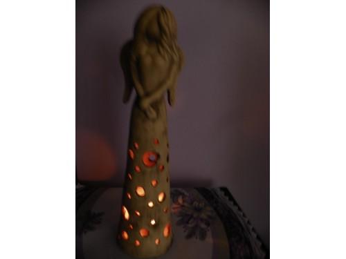 Anděl usmíření keramický svícen,62cm.