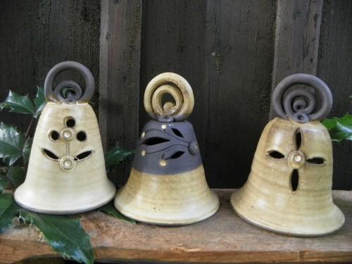 Zvonek vyřezávaný.