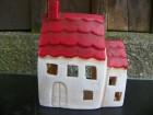Domeček na čajovou svíčku.Červená střecha.