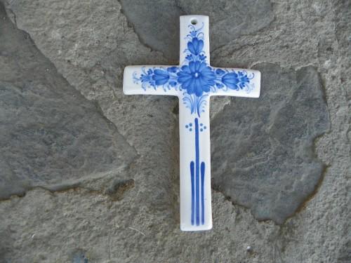 Křížek malovaný 21cm.