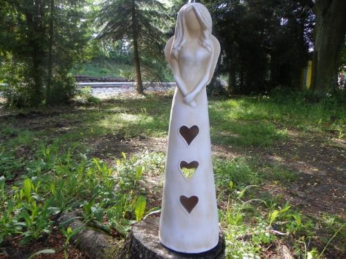 Anděl srdce bílá patina 62cm